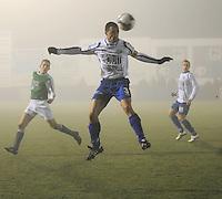 KM Torhout - KSV Temse..Geert De Wilde haalt de bal uit de lucht voor er een Torhoutspeler mee weg kan...foto VDB / BART VANDENBROUCKE