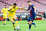 Lionel Andres Messi of FC Barcelona (R) fights for the ball with Ximo Navarro Jimenez of UD Las Palmas (L) during the La Liga 2017-18 match between FC Barcelona and Las Palmas at Camp Nou on 01 October 2017 in Barcelona, Spain. (Photo by Vicens Gimenez / Power Sport Images
