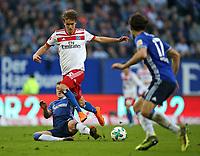07.04.2018, Football 1. Bundesliga 2017/2018, 29.  match day, Hamburger SV - FC Schalke 04, Volksparkstadium Hamburg.  Max Meyer (Schalke)  -  Gian-Luca Waldschmidt (Hamburg)  *** Local Caption *** © pixathlon<br /> <br /> Contact: +49-40-22 63 02 60 , info@pixathlon.de