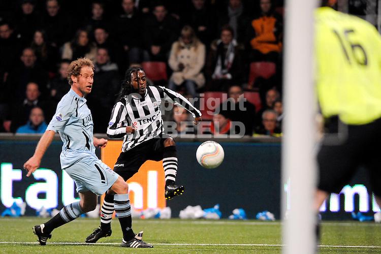 ALMELO - voetbal, Heracles Almelo - SC Heerenveen, eredivisie , Polman stadion, seizoen 2010-2011, 19-03-2011   Heracles speler Kwame Quansah haalt uit gehinderd doorSC Heerenveen speler Michel Breuer.