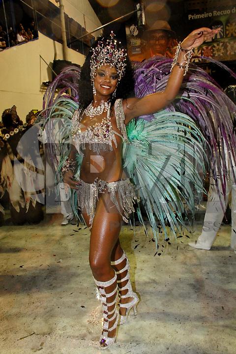 RIO DE JANEIRO, RJ, 08 DE MARÇO DE 2011 - CARNAVAL RJ / GRANDE RIO - Integrantes durante desfile da Grande Rio no Sambódromo da Marquês de Sapucaí, durante o segundo dia dos desfiles do Grupo Especial do Carnaval 2011, do Rio de Janeiro, na madrugada desta terça-feira (8). (FOTO: VANESSA CARVALHO / NEWS FREE).