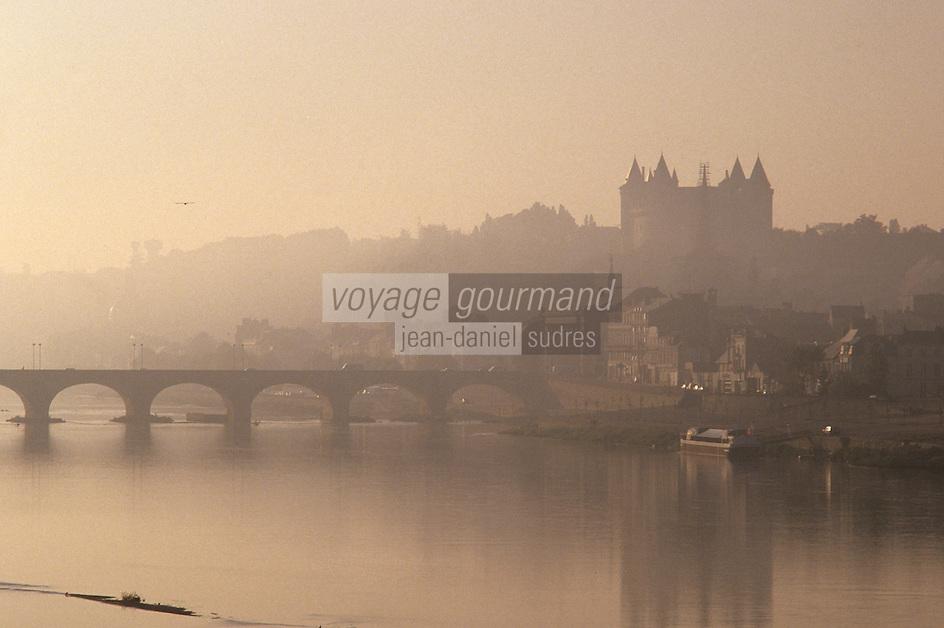 Europe/France/Pays de la Loire/49/Maine-et-Loire/Saumur: La Loire, le pont et le château de Saumur