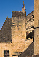 Europe/France/Aquitaine/24/Dordogne/Périgord Noir/Sarlat-la-Canéda: détail des contreforts et du toit en lauzes de  léglise  Saint-Sacerdos, ancienne cathédrale