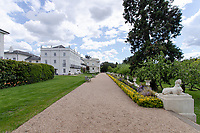 BNPS.co.uk (01202) 558833. <br /> Pic: Hamptons/BNPS<br /> <br /> The house has shared access to the beautiful six acres of gardens<br /> <br /> A grand mews house that was home to Henry Tate's art collection before he gifted it to the Tate Gallery is on the market for £1.8m.<br /> <br /> Henry Tate Mews is part of the former mansion that belonged to the sugar merchant in the late 1800s for 25 years.<br /> <br /> What is now an impressive Grade II* listed double height reception room was his billiard room where he displayed famous Pre-Raphaelite works of art including John Everett Millais' Ophelia.
