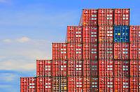 Container Stufe: EUROPA, DEUTSCHLAND, HAMBURG 12.06.2012  am  auf  aufeinander  aussen  aussen Aussenaufnahme  Aussenaufnahme  Aussenaufnahmen  bei Beladung  BRD  Bundesrepublik  bunt  bunte  bunter  buntes container  Containerhaefen  Containerhaefen Containerterminal Containerterminals  Containerverladung  Detail  Details deutsch  deutsche  deutscher  deutsches  Deutschland draussen  draussen  einander  entladen  entladend entladende  entladender  entladendes  entlaedt  entlaedt Europa  europaeisch  europaeisch europaeische  europaeische  europaeischer  europaeischer europaeisches  europaeisches  farbig  farbige  farbiger farbiges  Frachter    gestapelt gestapelte  gestapelter  gestapeltes  Guetertransport Guetertransport  Guetertransporte  Guetertransporte Gueterverkehr  Gueterverkehr  Hafen  Hamburg  Hamburger im  Ladung  Ladungen  menschenleer  niemand  norddeutsch norddeutsche  norddeutscher  norddeutsches Norddeutschland   Stapel  Tag  Tage  Tageslicht  tagsueber  tagsueber Transport  Transporte  transportieren  transportierend transportierende  transportierender  transportierendes transportiert  Transportmittel  ueber  ueber  uebereinander uebereinander  verladen  verladend  verladende verladender  verladendes  Verladung  Verlastung  viel  viele Warentransport  Warentransporte  Warenverkehr  zahlreich zahlreiche rot blau