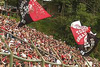 CURITIBA, PR, 16 DE OUTUBRO DE 2012 – ATLÉTICO-PR X AVAÍ – Torcida do Atlético-PR durante partida contra o Avaí válida pela 30ª rodada da Série B do Campeonato Brasileiro 2012. O jogo aconteceu na tarde de terça (16), no Estádio Janguito Malluceli, em Curitiba. (FOTO: ROBERTO DZIURA JR./ BRAZIL PHOTO PRESS)