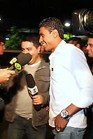 SÃO PAULO, 04 DE DEZEMBRO DE 2011 -  COMEMORAÇÃO JOGADORES DO CORINTHIANS Paulinho chegando na festa de comemoração do Título do Corinthians no Brasileirão 2011 numa casa de shows na zona sul de SP. FOTO: MILENE CARDOSO- NEWS FREE