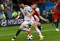 SARANSK - RUSIA, 25-06-2018: Ehsan HAJI SAFI (C) (Izq) jugador de RI de Irán disputa el balón con Adrien SILVA (Der) jugador de Portugal durante partido de la primera fase, Grupo B, por la Copa Mundial de la FIFA Rusia 2018 jugado en el estadio Mordovia Arena en Saransk, Rusia. / Ehsan HAJI SAFI (C) (L) player of IR Iran fights the ball with Adrien SILVA (R) player of Portugal during match of the first phase, Group B, for the FIFA World Cup Russia 2018 played at Mordovia Arena stadium in Saransk, Russia. Photo: VizzorImage / Julian Medina / Cont