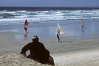 Europe/France/Bretagne/29/Finistère/Pointe de la Torche: bigoudène et char à voile - Deux bretagnes<br /> PHOTO D'ARCHIVES // ARCHIVAL IMAGES<br /> FRANCE 1990