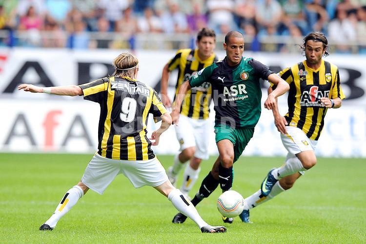 voetbal vitesse - feyenoord  seizoen 2009-2010 09-08-2009 lasse nilsson met dani fenrnadez