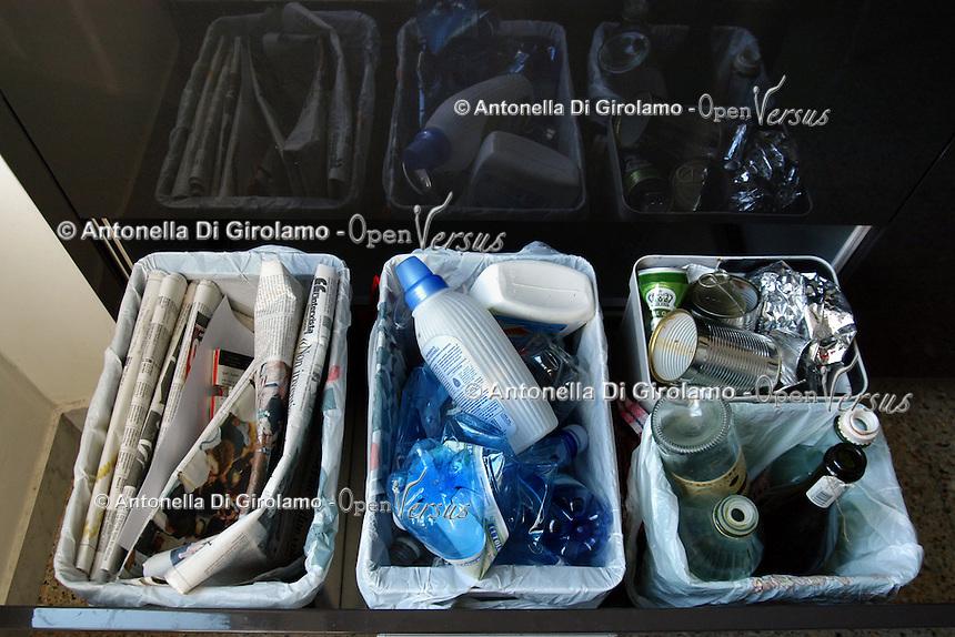 Contenitori per la raccolta differenziata di carta, alluminio, vetro e plastica, in casa. Containers for waste sorting for paper, aluminum, glass and plastic at home....