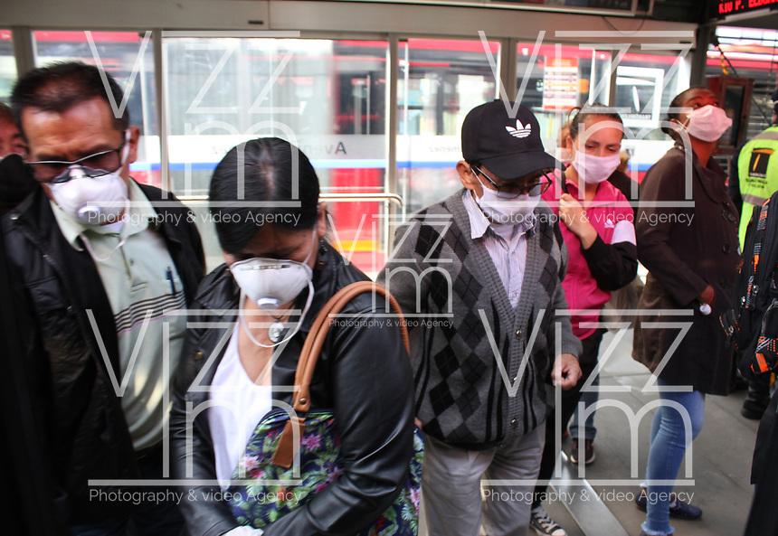 BOGOTÁ - COLOMBIA, 27-03-2020:Imágenes de la ciudad en el cuarto dia de aislamento preventivo obligatorio contra la propagación del Coronavirus en la capital de la república, soldados del ejército, policia  ,personal de salud y funcionarios de transmilenio,prestando sus servicios  a ciudadanos que tiene permiso para laboral./<br /> Images of the city on the fourth day of mandatory preventive isolation against the spread of the Coronavirus in the capital of the republic, soldiers of the army, police, health personnel, and transmilenio officials, rendering their services to citizens Photo: VizzorImage / Felipe Caicedo / Staff