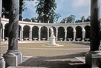 Colonnade Grove in the Garden of Versailles. Built from 1685 by Jules Hardouin-Mansart. Circular peristyle of more than forty meters in diameter,thirty-two pilasters serving as buttresses for the arcades supported by thirty-two Ionic columns.
