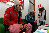 Milano / Italia 20.01.2013.Centro di assistenza per homeless di Via Aldini, nel quartiere periferico di Quarto Oggiaro, dove MSF ha aperto la prima struttura italiana dotata di post-degenza per i senza fissa dimora italiani e stranieri cui necessitano cure mediche. .Nella foto, due homeless nella sala d'attesa dell'infermeria di MSF..Assistance center for the homeless in the neighborhood of Quarto Oggiaro on the outskirts of Milan, where MSF has opened the first Italian structure with post-hospitalization for homeless Italians and foreigners who need medical care..Photo Livio Senigalliesi.