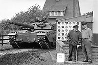 - Esercitazioni NATO in Germania, Settembre 1984, carro armato inglese Challenger<br /> <br /> - NATO exercises in Germany, September 1984, British tank Challenger