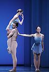 TROISIEME SYMPHONIE DE GUSTAV MAHLER....Choregraphie : NEUMEIER John..Decor : NEUMEIER John..Lumiere : NEUMEIER John..Avec :..LE RICHE Nicolas..BELLET Aurelia..DANIEL Nolwenn..Lieu : Opera Bastille..Ville : Paris..Le : 11 03 2009..© Laurent PAILLIER / photosdedanse.com