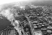 - industrial zone of Augusta / Priolo, petrochemical plant<br /> <br /> <br /> <br /> - zona industriale di Augusta / Priolo, stabilimento petrolchimico