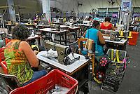 Industria de confecção de roupa. Rio de Janeiro. 2008. Foto de Luciana Whitaker.