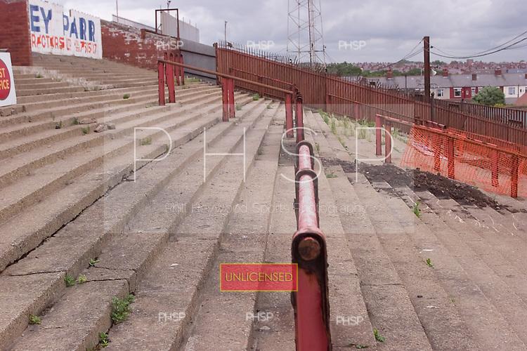 23/06/2000 Blackpool FC Bloomfield Road Ground..Kop crush barriers......© Phill Heywood.