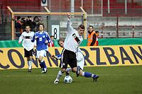 Toni Kroos (Leverkusen) setzt sich durch<br /> Deutschland vs. Finnland, U19-Junioren<br /> *** Local Caption *** Foto ist honorarpflichtig! zzgl. gesetzl. MwSt. Auf Anfrage in hoeherer Qualitaet/Aufloesung. Belegexemplar an: Marc Schueler, Am Ziegelfalltor 4, 64625 Bensheim, Tel. +49 (0) 151 11 65 49 88, www.gameday-mediaservices.de. Email: marc.schueler@gameday-mediaservices.de, Bankverbindung: Volksbank Bergstrasse, Kto.: 151297, BLZ: 50960101