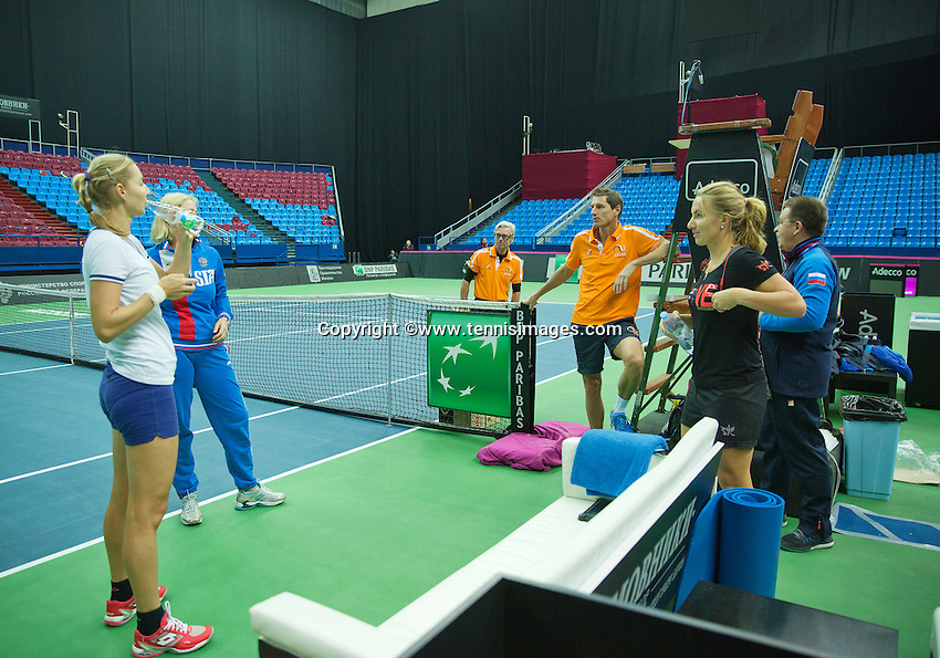 Moskou, Russia, Februari 4, 2016,  Fed Cup Russia-Netherlands,  Dutch team practise,  Captain Paul Haarhuis  with  the Russian team<br /> Photo: Tennisimages/Henk Koster