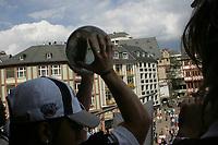 Die World Bowl TRoph‰e wird auf dem Balkon pr‰sentiert