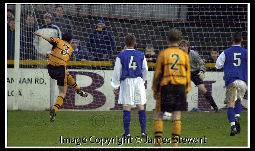18/01/2003                   Copyright Pic : James Stewart.File Name : stewart-alloa v qots15.ANDY SEATON (3) FIRES HOME ALLOA'S SECOND GOAL FROM THE PNALTY SPOT.......James Stewart Photo Agency, 19 Carronlea Drive, Falkirk. FK2 8DN      Vat Reg No. 607 6932 25.Office     : +44 (0)1324 570906     .Mobile  : +44 (0)7721 416997.Fax         :  +44 (0)1324 570906.E-mail  :  jim@jspa.co.uk.If you require further information then contact Jim Stewart on any of the numbers above.........