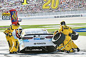 2017 Monster Energy NASCAR Cup Series - Kobalt 400<br /> Las Vegas Motor Speedway - Las Vegas, NV USA<br /> Sunday 12 March 2017<br /> Matt Kenseth, BlueDEF Toyota Camry pit stop<br /> World Copyright: Nigel Kinrade/LAT Images<br /> ref: Digital Image 17LAS1nk06696