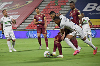 IBAGUE - COLOMBIA, 15-11-2020: Yeison Gordillo del Tolima disputa el balón con Alejandro Garcia de Once durante partido entre Deportes Tolima y Once Caldas por la fecha 20 de la Liga BetPlay DIMAYOR 2020 jugado en el estadio Manuel Murillo Toro de la ciudad de Ibagué. / Yeison Gordillo of Tolima vies for the ball with Alejandro Garcia of Once during match between Deportes Tolima and Once Caldas for the date 20 as part BetPlay DIMAYOR League 2020 played at Manuel Murillo Toro stadium in Ibague city.  Photo: VizzorImage / Joan Stiven Orjuela / Cont