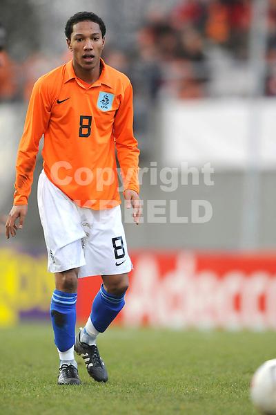 emmen voetbal jong oranje - jong estland ek kwalificatie 26-03-2008 ..jonathan de guzman..
