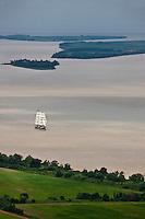 Europe/France/Aquitaine/33/Gironde/ Cussac-Fort-Médoc: Vue aérienne du Belem sur l' Estuaire de la Gironde,en premier plan l'ile Verte, en fond  Fort Paté et  l'Ile Nouvelle
