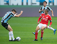 10th July 2021; Arena do Gremio, Porto Alegre, Brazil; Brazilian Serie A, Gremio versus Internacional; Walter Kannemann of Gremio controls the ball from Taison of Internacional