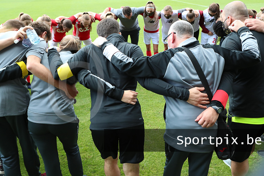 Standard players pictured before a female soccer game between Standard Femina de Liege and Oud Heverlee Leuven on the second matchday of the 2020 - 2021 season of Belgian Scooore Women s SuperLeague , saturday 5 th of September 2020  in Angleur , Belgium . PHOTO SPORTPIX.BE | SPP | SEVIL OKTEM