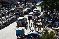 BURKINA FASO, capital Ouagadougou, muslims at roadside prayer in direction to Mecca / gen Mekka betende Muslime auf der Strasse