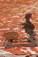 Europe/France/Aquitaine/24/Dordogne/Siorac-en-Périgord: Musée des Arts Culinaires du Château de Siorac - Jouet: Chercheur de Truffe et son cochon, articulé, Périgord 1900