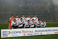 BUENOS AIRES - ARGENTINA - 10-12-2014: Los Jugadores de River Plate de Argentina posan para una foto durante partido de vuelta de la final, de la Copa Total Suramericana entre River Plate de Argentina y Atletico Nacional de Colombia en el Estadio Antonio Vespucio Liberti- Monumental de Nuñez, de la ciudad de Buenos Aires.  / The players River Plate of Argentina pose for a photo during a match for the second leg of the final, between River Plate of Argentina and Atletico Nacional for the Copa Total Suramericana in the Antonio Vespucio Liberti- Monumental de Nuñez, Stadium, in Buenos Aires city. Photo:  Photogamma / VizzorImage.