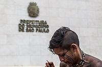 Sao Paulo, 28.03.2019 - ACAMPAMENTO INDIGENA - Um grupo indigena da aldeia Jaragua ocupa a frente da Prefeitura de Sao Paulo desde o ultimo dia 27, protestando contra corte no pagamento de funcionarios que prestam serviços de Saude nas aldeias, falta de medicamentos, transportes e vacinas; manifestantes aguardam ser atendidos diretamente pelo prefeito, Bruno Covas.  (Foto: Carla Carniel/Código19)
