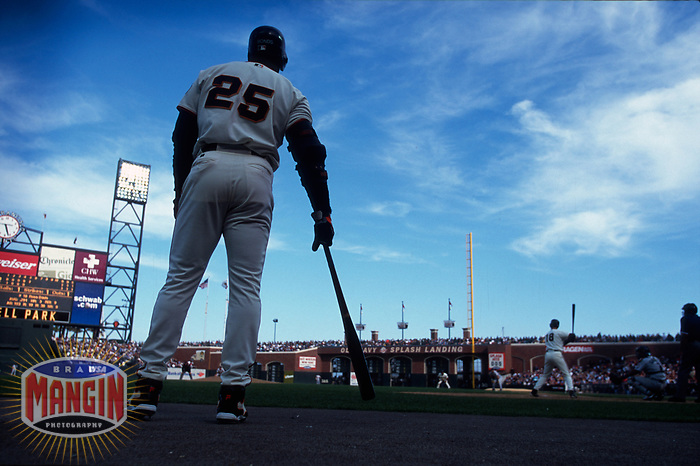 SAN FRANCISCO, CA:  Barry Bonds of the San Francisco Giants waits in the on deck circle during a game at Pacific Bell Park in San Francisco, California in 2000. (Photo by Brad Mangin)