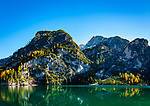 Italien, Suedtirol (Trentino - Alto Adige), Naturpark Fanes-Sennes-Prags: Pragser Wildsee mit Gipfeln Herrstein und Grosser Rosskofel | Italy, South Tyrol (Trentino - Alto Adige), Fanes-Sennes-Prags Nature Park: Lago di Braies and summits Sasso del Signore (left) and Campo Cavallo