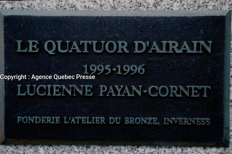 Le quator D'airain (1995-1996) de l'artiste<br /> Lucienne Payan-Cornet,<br /> Quebec, Avril 1998