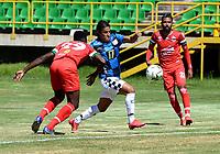 TUNJA - COLOMBIA, 30-01-2021: Yonatan Murillo de Patriotas Boyaca F. C., y Johan Arenas de Boyaca Chico F. C., disputan el balon, durante partido de la fecha 3 entre Patriotas Boyaca F. C., y Boyaca Chico F. C., por la Liga BetPlay DIMAYOR I 2021, jugado en el estadio La Independencia de la ciudad de Tunja. / Yonatan Murillo of Patriotas Boyaca F. C., and Johan Arenas of Boyaca Chico F. C., fight for the ball, during a match of the 3rd date between Patriotas Boyaca F. C., and Boyaca Chico F. C., for the BetPlay DIMAYOR I 2021 League played at the La Independencia stadium in Tunja city. / Photo: VizzorImage / Macgiver Baron / Cont.
