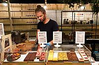 Nederland Amsterdam  -  Augustus 2018.  Westergasfabriek. Het eerste Vegan Food Festival. Sharp Sharp store / Cakebar.  Foto Berlinda van Dam / Hollandse Hoogte