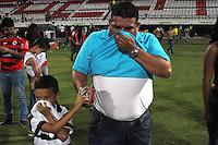 CUCUTA - COLOMBIA - 01-06-2013: Hinchas del Cucuta Deportivo afectados por los gases al termino del partido entre el Cucuta Deportivo y el Atletico Nacional, en la ciudad de Cucuta, junio 1 de 2013. (Foto: VizzorImage / Manuel Hernandez / Str.) Cucuta Deportivo fans affected by the gases at the end of the match between Cucuta Deportivo and Atletico Nacional in the city of Cucuta, June 1, 2013. (Photo: VizzorImage / Manuel Hernandez / Str)