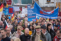 """Bis zu 2500 Anhaenger der Rechtspartei """"Alternative fuer Deutschland"""" (AfD) versammelten sich am Samstag den 7. November 2015 in Berlin zu einer Demonstration. Sie protestierten gegen die Fluechtlingspolitik der Bundesregierung und forderten """"Merkel muss weg"""". Die Demonstration sollte der Abschluss einer sog. """"Herbstoffensive"""" sein, zu der urspruenglich 10.000 Teilnehmer angekuendigt waren.<br /> Mehrere tausend Menschen protestierten gegen den Aufmarsch der Rechten und versuchten an verschiedenen Stellen die Route zu blockieren. Gruppen von AfD-Anhaengern wurden von der Polizei durch Einsatz von Pfefferspray, Schlaege und Tritte durch Gegendemonstranten, die sich an zugewiesenen Plaetzen aufhielten, zur rechten Demonstration gebracht. Zum Teil wurden sie von Neonazis-Hooligans dabei angefeuert. Dabei kam es zu Verletzten, mehrere Gegendemonstranten wurden festgenommen.<br /> 7.11.2015, Berlin<br /> Copyright: Christian-Ditsch.de<br /> [Inhaltsveraendernde Manipulation des Fotos nur nach ausdruecklicher Genehmigung des Fotografen. Vereinbarungen ueber Abtretung von Persoenlichkeitsrechten/Model Release der abgebildeten Person/Personen liegen nicht vor. NO MODEL RELEASE! Nur fuer Redaktionelle Zwecke. Don't publish without copyright Christian-Ditsch.de, Veroeffentlichung nur mit Fotografennennung, sowie gegen Honorar, MwSt. und Beleg. Konto: I N G - D i B a, IBAN DE58500105175400192269, BIC INGDDEFFXXX, Kontakt: post@christian-ditsch.de<br /> Bei der Bearbeitung der Dateiinformationen darf die Urheberkennzeichnung in den EXIF- und  IPTC-Daten nicht entfernt werden, diese sind in digitalen Medien nach §95c UrhG rechtlich geschuetzt. Der Urhebervermerk wird gemaess §13 UrhG verlangt.]"""
