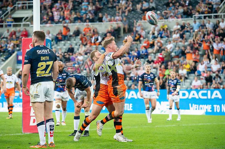Picture by Allan McKenzie/SWpix.com - 19/05/2018 - Rugby League - Dacia Magic Weekend 2018 - Castleford v Leeds - St James Park, Newcastle, England - Castleford's Adam Milner scores a try against Leeds.