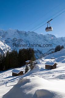 CHE, Schweiz, Kanton Bern, Berner Oberland, Muerren: Skipiste und Schilthornbahn vor Berner Alpen | CHE, Switzerland, Canton Bern, Bernese Oberland, Muerren: ski slope + Schilthorn cable car with Bernese Alps