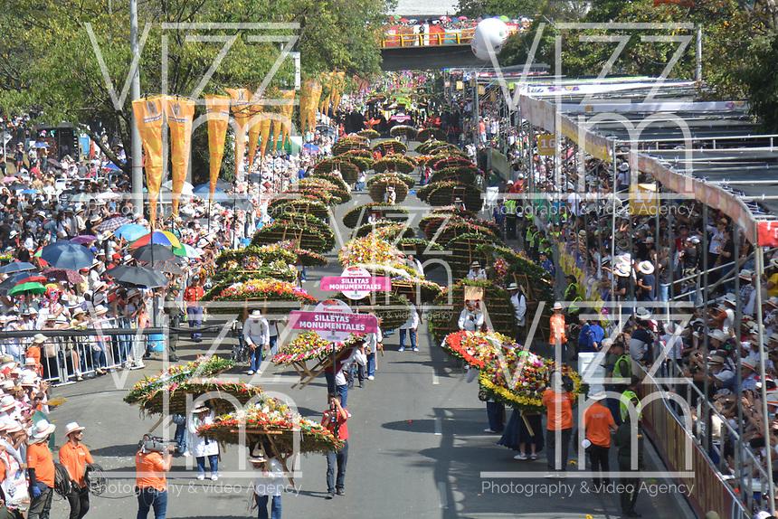 MEDELLÍN - COLOMBIA, 11-08-2018: El tradicional desfile de silleteros se realizó hoy, 11 agosto de 2019, por las calles de Medellín  como un evento más de la versión 62 de la Feria de las Flores 2018 que se realiza en la capital de Antioquia. / The tradictional Silleteros parade was made today, August 11, 2019, by the streets of Medellin as one event more of the 62th version of Flower Fair 2018 that takes place in the Antioquia's capital. Photo: VizzorImage / Leon Monsalve / Cont