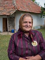 kroatische Minderheit, Maria Vojnic Künsterin für Stroh-Dekoration in Sombor, Vojvodina, Serbien, Europa<br /> Croatian Minority, Maria Vojnic Folk Artist for straw decoration, Sombor,, Vojvodina, Serbia, Europe