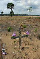 Cemitério dentro de área preparada para plantação de soja  no Km 45 da BR 183-Santarém Cuiabá<br /> 17/11/2007<br /> Santarém, Pará, Brasil.<br /> Foto Paulo Santos