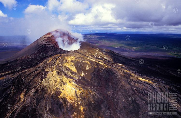 Puu Oo vent, located on Kilauea volcano in Hawaii Volcanoes national park, Big Island
